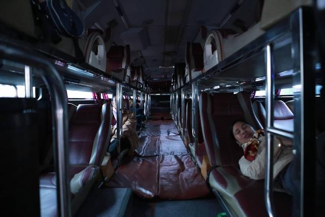 Choáng trước cảnh bến xe vắng tanh, xe xuất bến có đúng 2 khách ngày sát Tết - Ảnh 6.