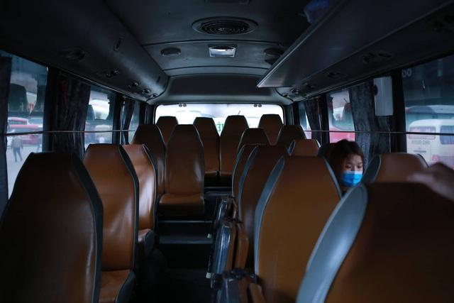 Choáng trước cảnh bến xe vắng tanh, xe xuất bến có đúng 2 khách ngày sát Tết - Ảnh 11.