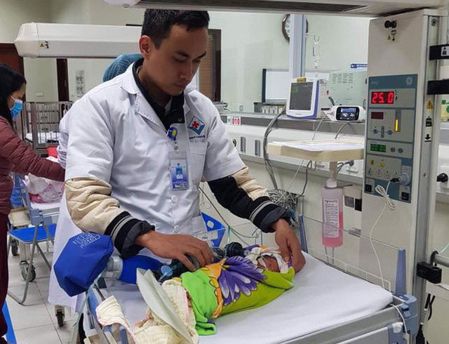 Bác sĩ xúc động kể lại hành trình vượt gần 600 km giành sự sống cho bé sinh non  - Ảnh 1.