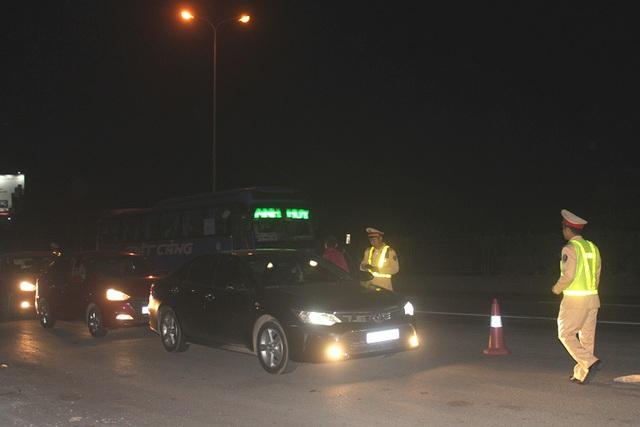 Mánh khóe của tài xế sử dụng rượu bia tránh chốt kiểm tra nồng độ cồn trên quốc lộ