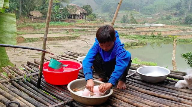 Cậu bé 10 tuổi sống cô độc trong rừng ở Tuyên Quang đón Tết thế nào? - Ảnh 2.