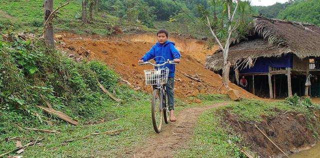 Cậu bé 10 tuổi sống cô độc trong rừng ở Tuyên Quang đón Tết thế nào? - Ảnh 7.