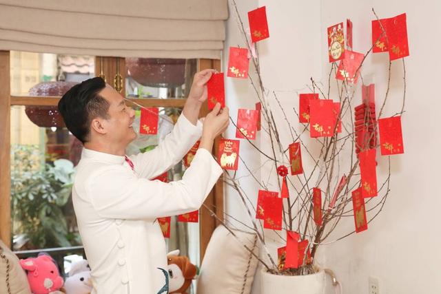 Chồng Phan Như Thảo dọn nhà, nấu cơm tất niên - Ảnh 5.