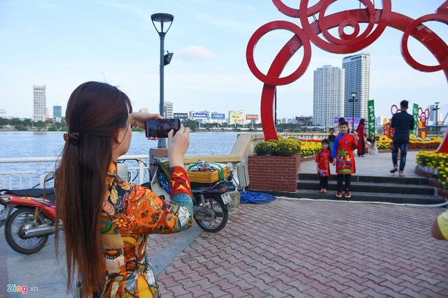 Ngắm đường hoa hơn 6 tỷ ở Đà Nẵng - Ảnh 9.