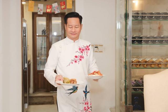 Chồng Phan Như Thảo dọn nhà, nấu cơm tất niên - Ảnh 10.