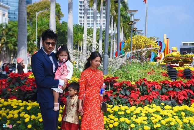 Ngắm đường hoa hơn 6 tỷ ở Đà Nẵng - Ảnh 10.