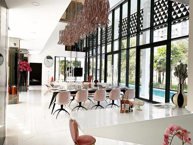 Ngọc Trinh dọn về biệt thự mới, rộng 800 m2 - Ảnh 2.