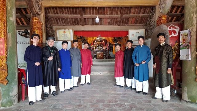 Phong cách khác người đầu xuân của những quý ông của Hà Nội