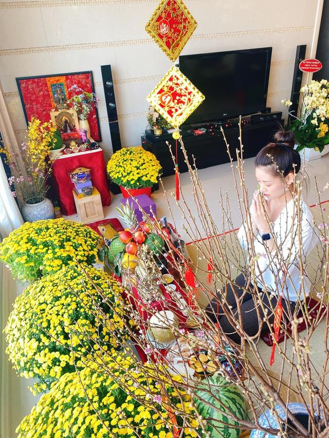 Nhà được trang hoàng ngập sắc hoa của Hoa hậu Khánh Vân - Ảnh 2.