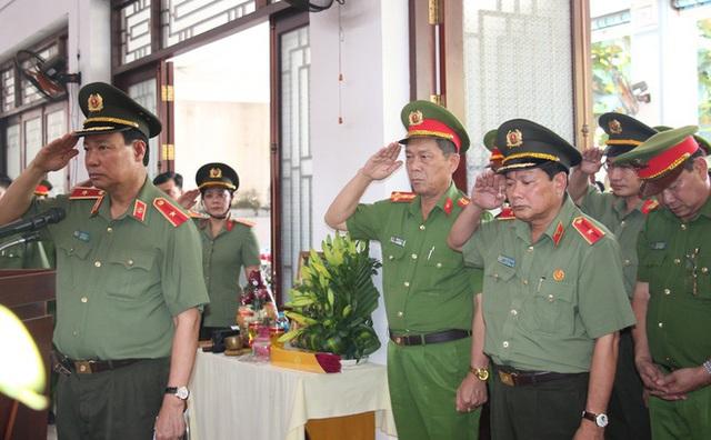 Thăng quân hàm cho đại úy công an hy sinh chiều 30 Tết - Ảnh 1.
