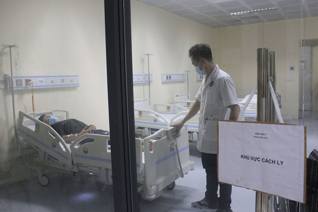 Dịch viêm phổi Vũ Hán: Nam thanh niên Hà Nội trở về từ Đài Loan sốt cao, vào viện đúng giao thừa, lập tức cách ly - Ảnh 2.