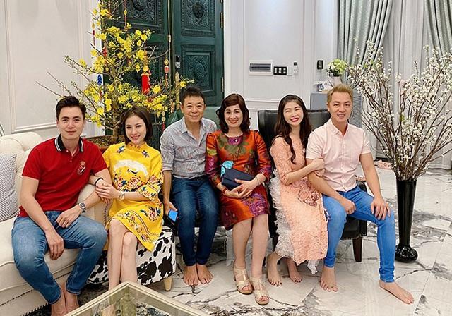 Gia đình Đăng Khôi sum vầy tại biệt thự 2 triệu USD - Ảnh 3.
