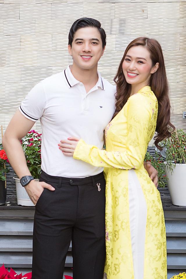 Khánh My và bạn trai trang hoàng cơ ngơi mới - Ảnh 1.