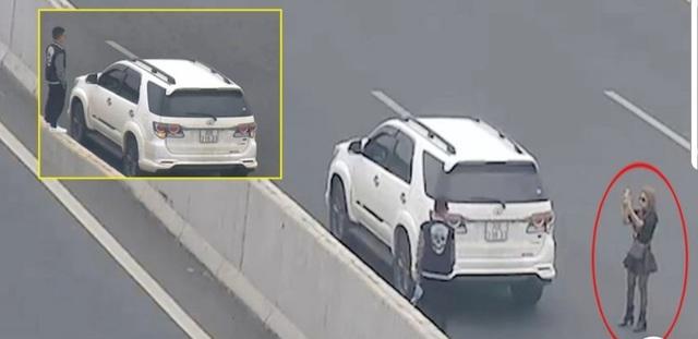 Hà Nội: Đi chơi Tết, thiếu nữ đỗ xe ô tô giữa đường cao tốc chụp ảnh check-in  - Ảnh 1.