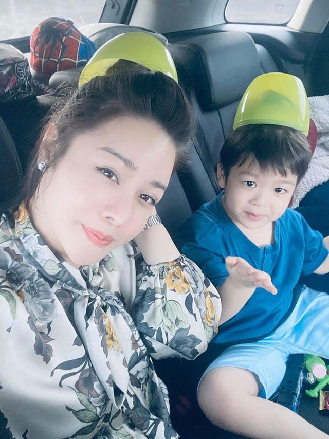 Mới mồng 3 Tết, Nhật Kim Anh đã van lạy xin gặp con vì chồng cũ mất tích - Ảnh 1.