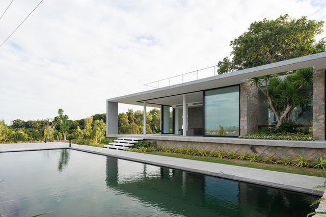 Ngôi nhà ở Cam Ranh nửa nổi nửa chìm trên đồi đá  - Ảnh 4.