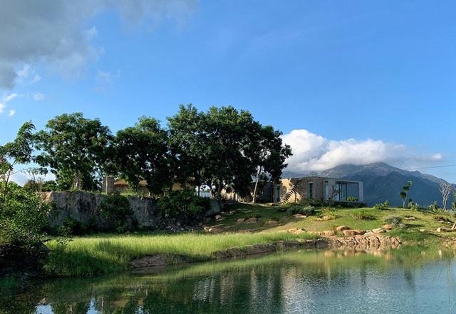Ngôi nhà ở Cam Ranh nửa nổi nửa chìm trên đồi đá  - Ảnh 9.