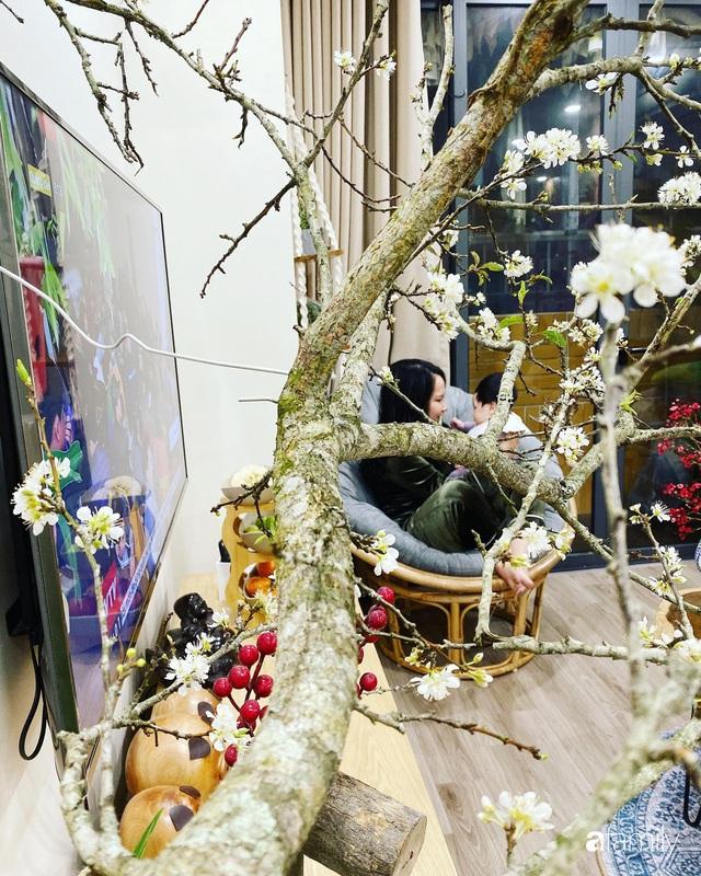 Căn hộ 76,9m² ấm áp với đủ loại hoa và nội thất gỗ ở Mỹ Đình, Hà Nội - Ảnh 4.