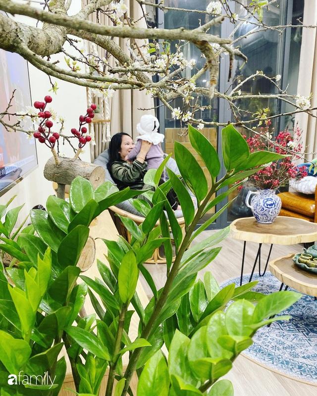 Căn hộ 76,9m² ấm áp với đủ loại hoa và nội thất gỗ ở Mỹ Đình, Hà Nội - Ảnh 5.