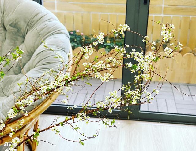 Căn hộ 76,9m² ấm áp với đủ loại hoa và nội thất gỗ ở Mỹ Đình, Hà Nội - Ảnh 7.