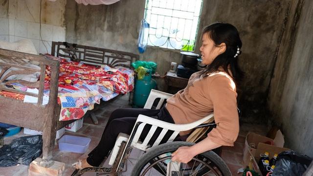 Nghẹn lòng cuộc sống cô độc của người phụ nữ bị bại liệt suốt 20 năm - Ảnh 4.