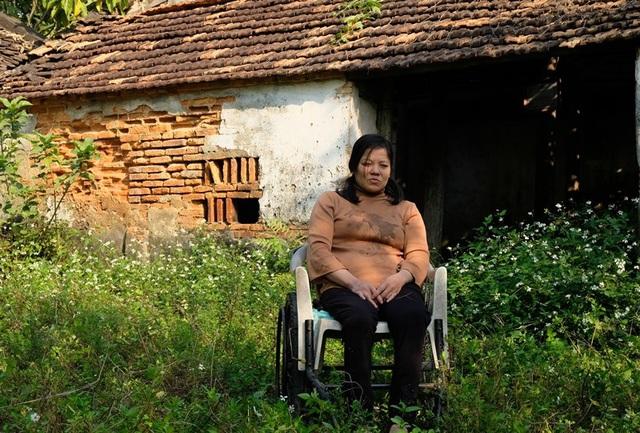 Nghẹn lòng cuộc sống cô độc của người phụ nữ bị bại liệt suốt 20 năm - Ảnh 2.