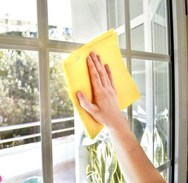 Lau chùi nhà cửa đón Tết bạn tuyệt đối đừng mắc những sai lầm này kẻo hỏng hết đồ đạc - Ảnh 3.