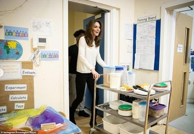 Hình ảnh mới nhất của Công nương Kate: Ngoại hình đặc biệt gây chú ý lấn át luôn cả chuyện xấu trong gia đình hoàng gia Anh - Ảnh 5.