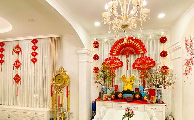 Nhìn cách trang trí biệt thự dịp Tết mới thấy cuộc sống xa hoa của cựu người mẫu Việt nổi tiếng nhất nhì thập niên 90 - Ảnh 9.