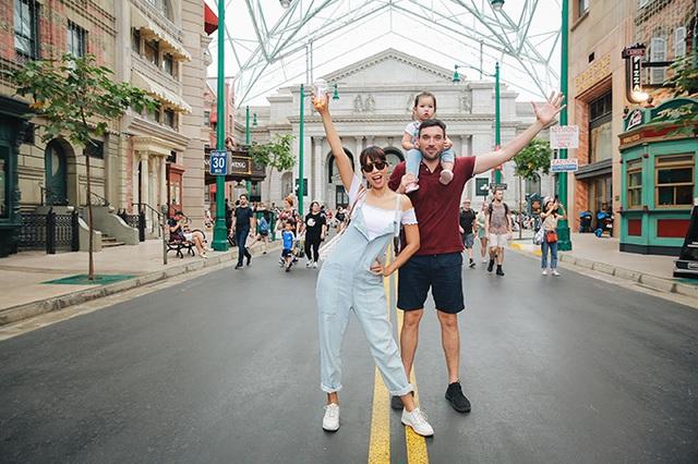 Gia đình Hà Anh dạo chơi Singapore - Ảnh 1.