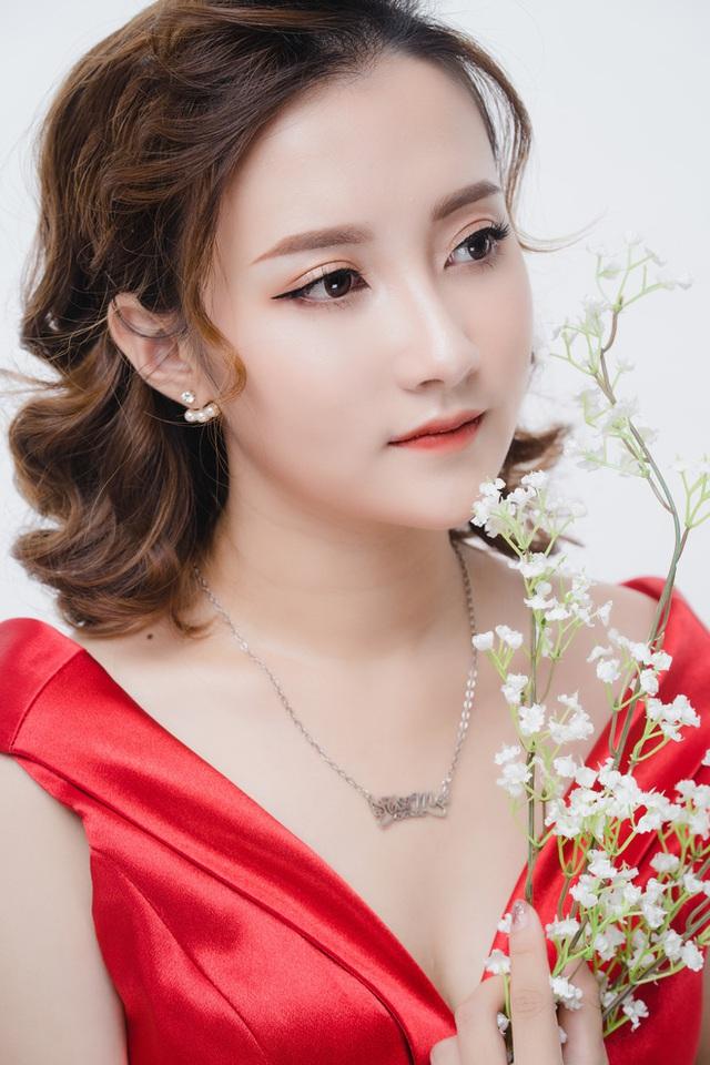 Chân dung bà xã xinh đẹp, MC Trần Tùng vội vã cưới khi cô vừa tròn 18 tuổi - Ảnh 2.