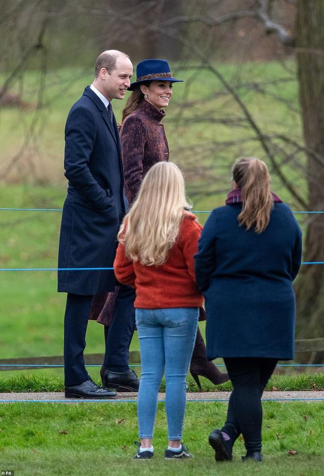 Lần đầu tiên Công nương Kate xuất hiện công khai cùng tình địch sau vụ lùm xùm ngoại tình của chồng, đáng chú ý là vẻ mặt của kẻ thứ 3 - Ảnh 6.