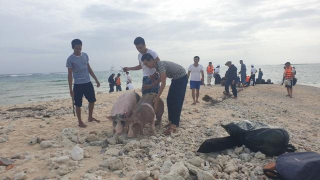 Vượt trùng khơi mang Tết đến với quân dân ở huyện đảo Trường Sa - Ảnh 8.