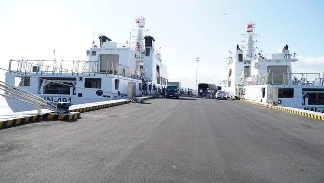 Vượt trùng khơi mang Tết đến với quân dân ở huyện đảo Trường Sa - Ảnh 2.