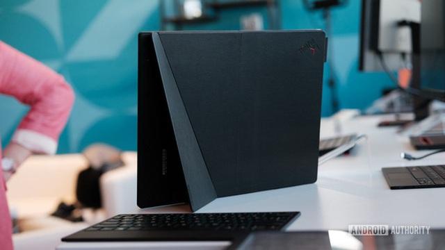 Laptop màn hình gập đầu tiên trên thế giới, giá 2.500 USD - Ảnh 2.