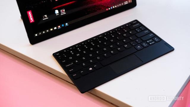 Laptop màn hình gập đầu tiên trên thế giới, giá 2.500 USD - Ảnh 4.