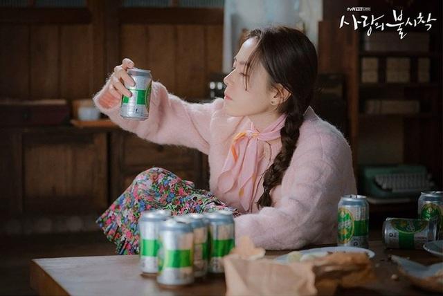 Ngắm Son Ye Jin chợt nhận ra combo váy áo dễ biến chị em thành bà cô, nàng ngoài 30 càng phải lưu tâm - Ảnh 4.