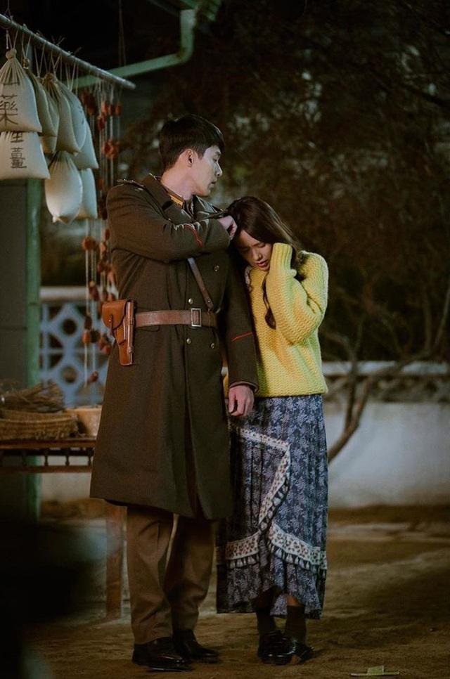 Ngắm Son Ye Jin chợt nhận ra combo váy áo dễ biến chị em thành bà cô, nàng ngoài 30 càng phải lưu tâm - Ảnh 5.