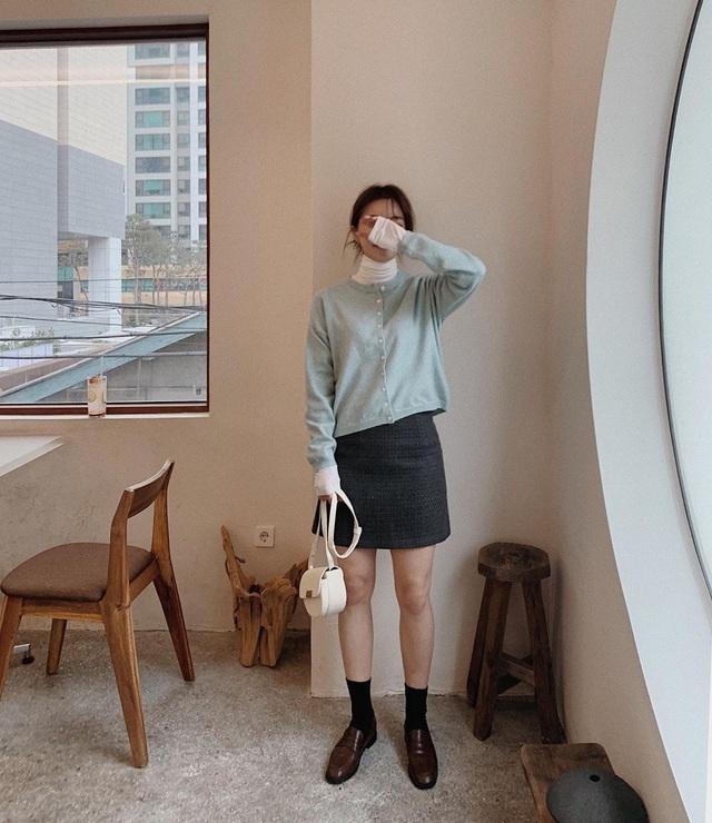 Ngắm Son Ye Jin chợt nhận ra combo váy áo dễ biến chị em thành bà cô, nàng ngoài 30 càng phải lưu tâm - Ảnh 9.