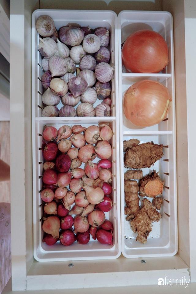 Căn bếp nhỏ xíu xây nhiều năm vẫn gọn đẹp như mới của mẹ đảm ở TP. HCM - Ảnh 16.