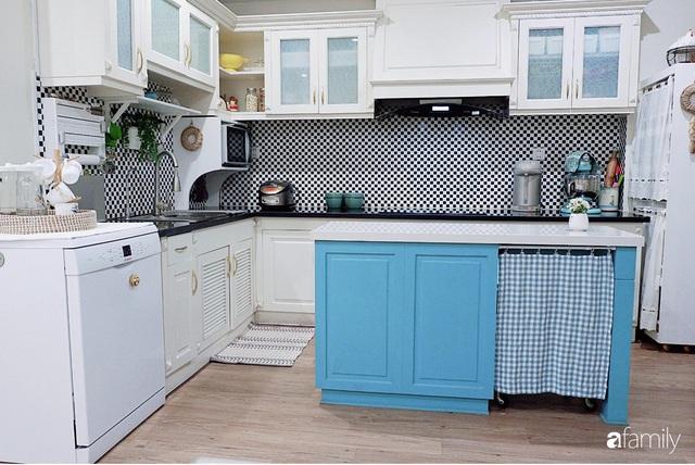 Căn bếp nhỏ xíu xây nhiều năm vẫn gọn đẹp như mới của mẹ đảm ở TP. HCM - Ảnh 4.