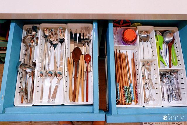 Căn bếp nhỏ xíu xây nhiều năm vẫn gọn đẹp như mới của mẹ đảm ở TP. HCM - Ảnh 6.