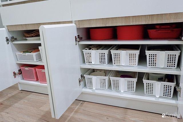 Căn bếp nhỏ xíu xây nhiều năm vẫn gọn đẹp như mới của mẹ đảm ở TP. HCM - Ảnh 7.