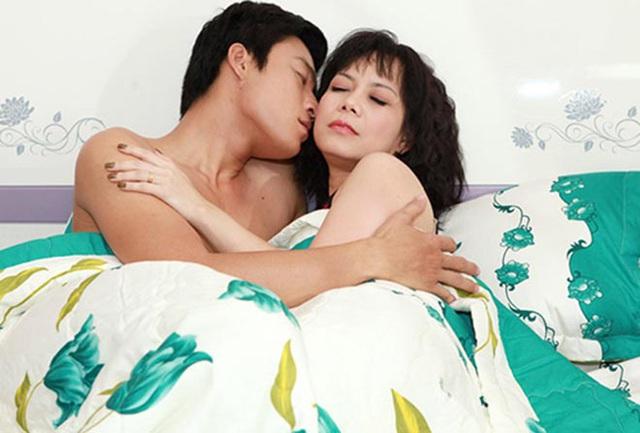 Hai cảnh nóng hiếm hoi nhưng đầy táo bạo trong sự nghiệp của Việt Hương - Ảnh 9.