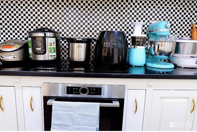 Căn bếp nhỏ xíu xây nhiều năm vẫn gọn đẹp như mới của mẹ đảm ở TP. HCM - Ảnh 11.