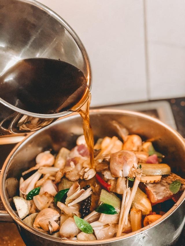 Cá kho không đã ngon nhưng khi cho thêm thứ quả đượm hồn quê này vào lại càng đưa cơm, của ngon vật lạ không thể sánh lại - Ảnh 5.