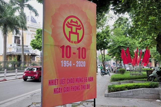 Đường phố Thủ đô rực rỡ cờ hoa chào mừng kỷ niệm 1010 năm Thăng Long - Hà Nội - Ảnh 3.