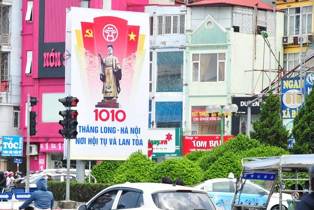 Đường phố Thủ đô rực rỡ cờ hoa chào mừng kỷ niệm 1010 năm Thăng Long - Hà Nội - Ảnh 4.