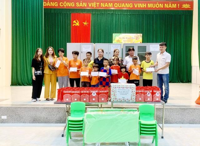 Tết Trung thu, Báo GĐ&XH trao hơn 20 triệu đồng của nhà hảo tâm tới trẻ em khó khăn SOS Hà Tĩnh - Ảnh 8.