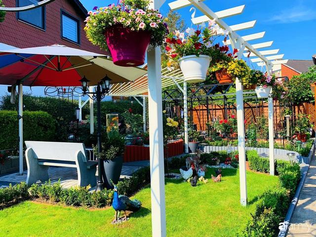 Vườn hoa 500m² đẹp như cổ tích được tạo bởi tình yêu thiên nhiên của cặp vợ chồng dành cả thanh xuân để trồng cây - Ảnh 3.